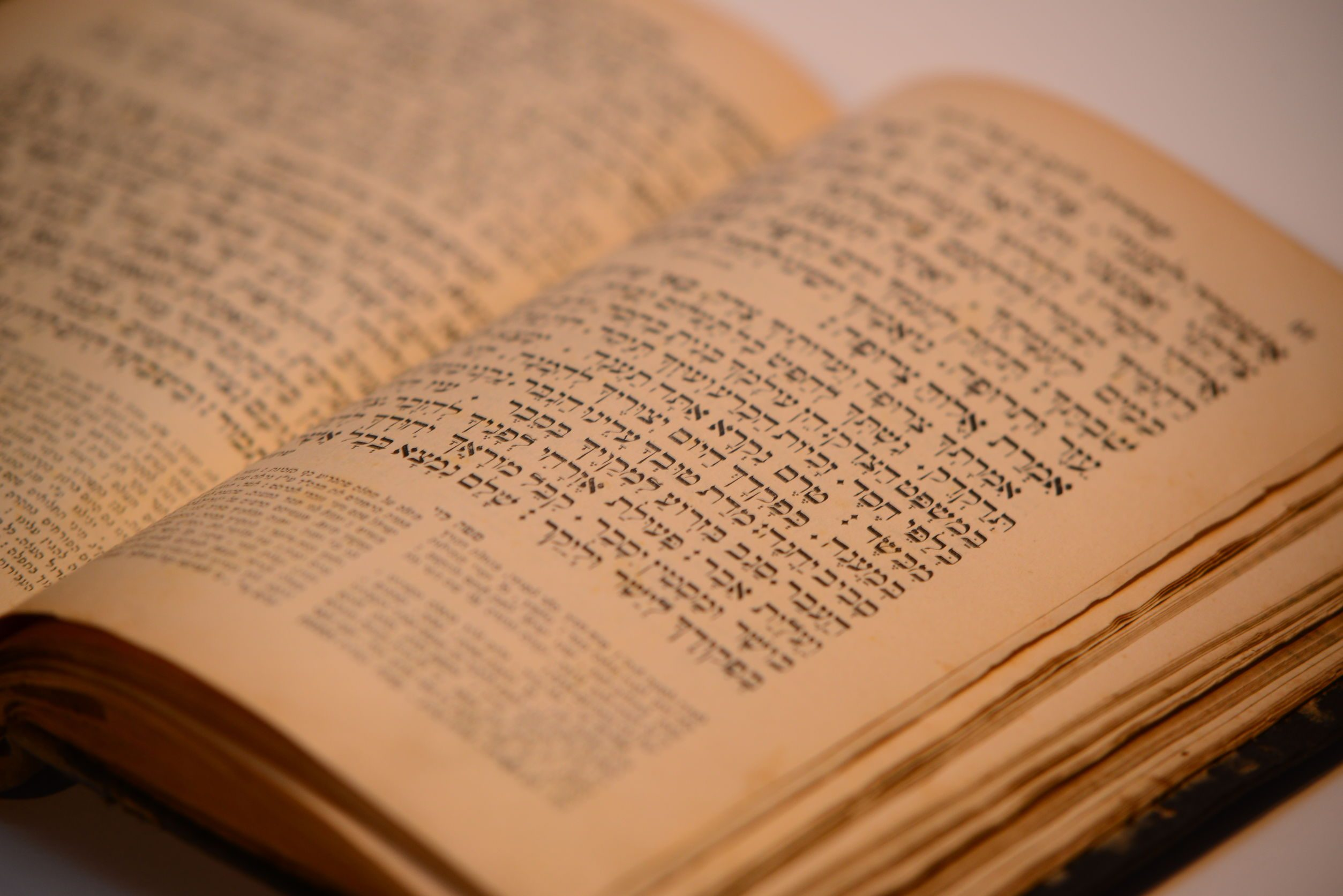 Kiddush & Shalosh Seudos Suspended in Shul for Next 30 Days, But Minyan as Normal